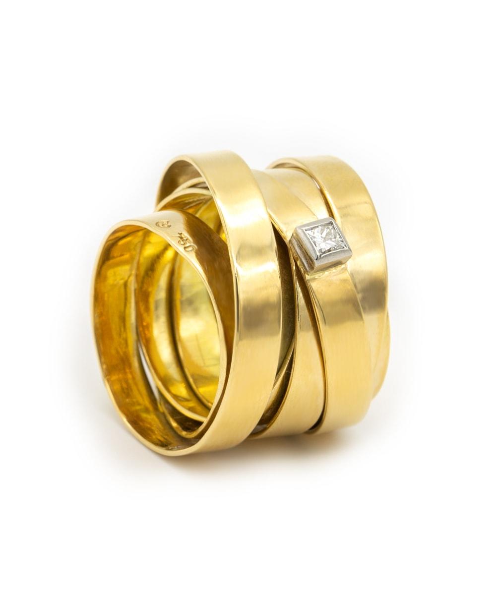 Ring mit einem Brillant 750er Gold bicolor