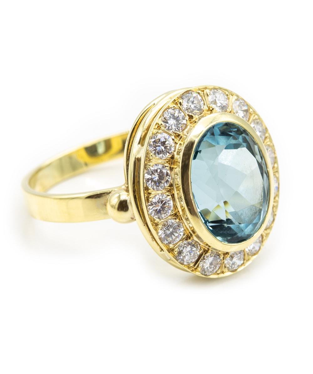 Ring mit Brillanten und einem Blautopas 585er Gold