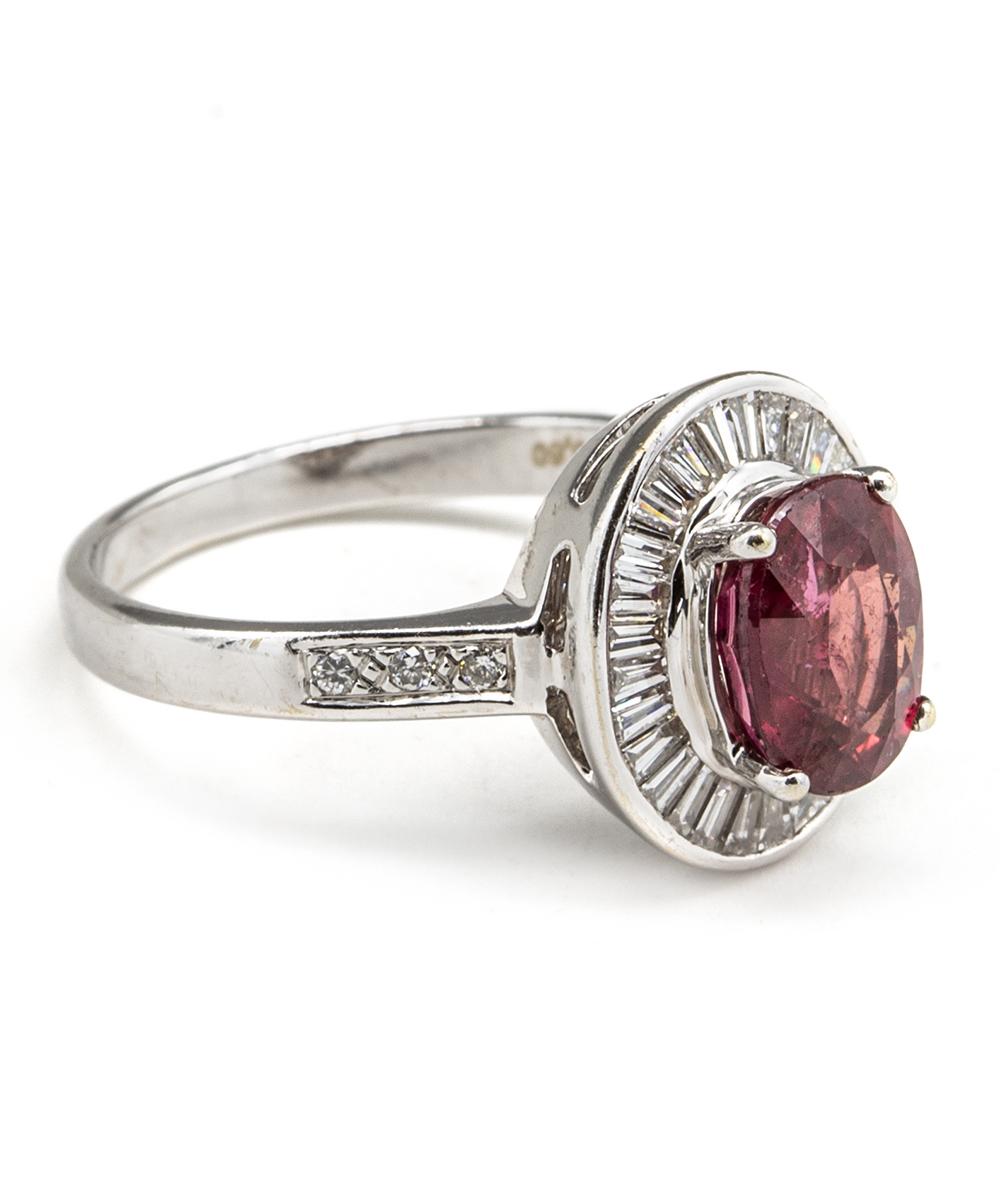 Ring mit Brillanten, Baguett-Diamanten und Rubin 750er Weißgold